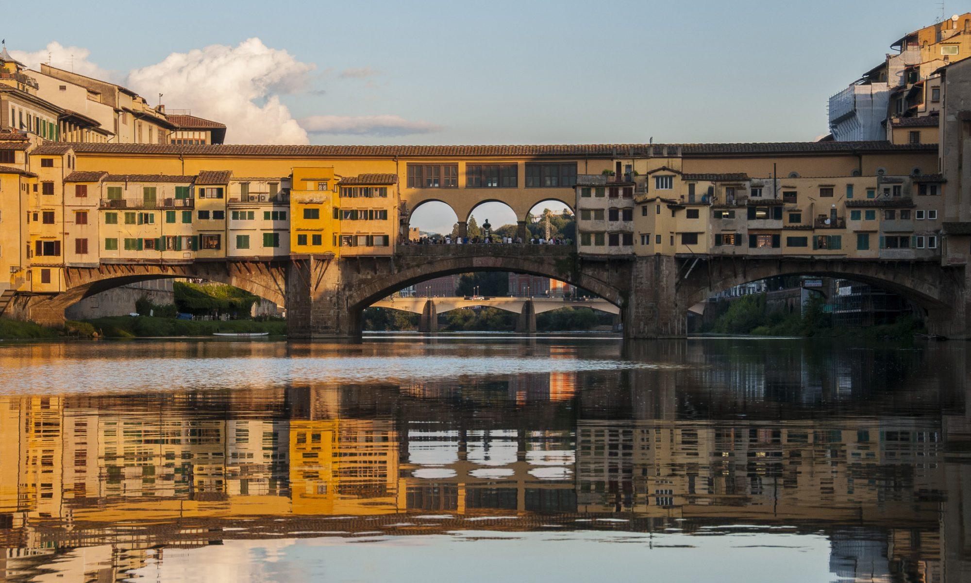 Ponte Vecchio visto dall'Arno